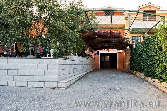 https://www.vranjica.eu/produkty_fotogalerie/apartman-martin-v-6411.jpg