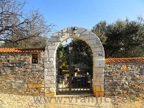 https://www.vranjica.eu/produkty_fotogalerie/vila-natali1576485429L.jpg