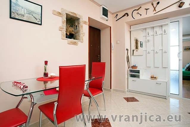 https://www.vranjica.eu/pokoje/apartman-armanda-ap1-4--v-3693.jpg