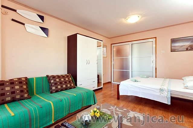 https://www.vranjica.eu/pokoje/apartman-armanda-ap1-4--v-3701.jpg