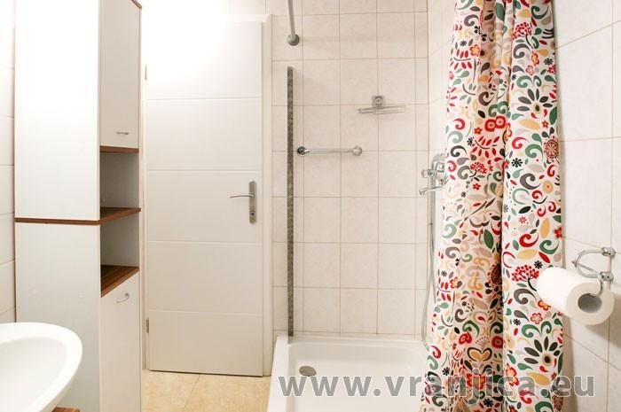 https://www.vranjica.eu/pokoje/apartman-bela-okrug-gornji-ap1-4-2--v-6789.jpg