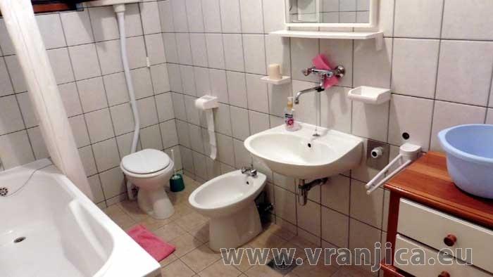 https://www.vranjica.eu/pokoje/apartman-bosa-pokoj-3--v-4468.jpg