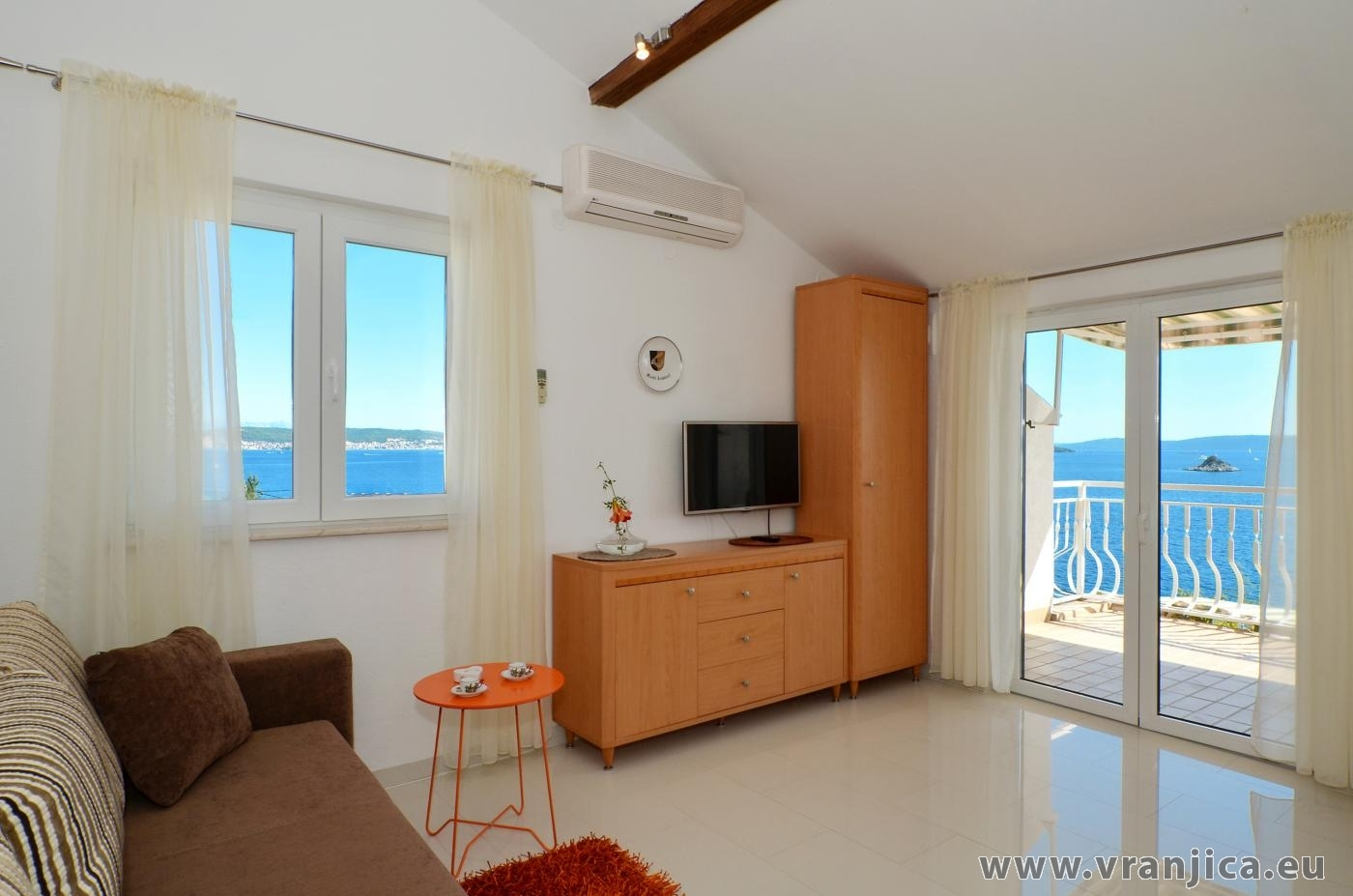 https://www.vranjica.eu/pokoje/apartman-inge-ap1-2-2-1572991350L.jpg