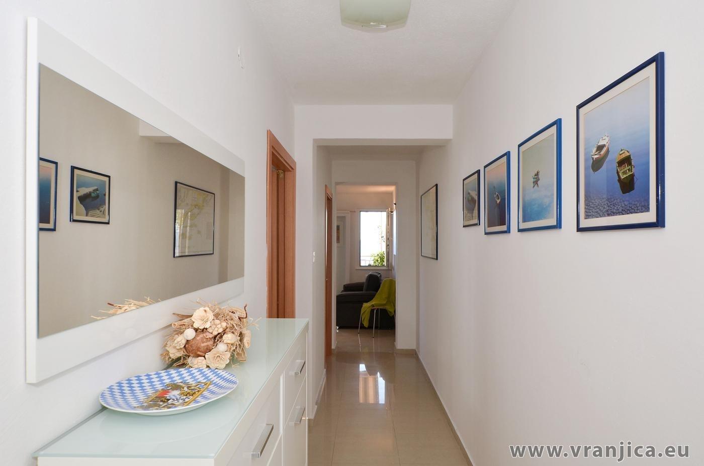 https://www.vranjica.eu/pokoje/apartman-inge-ap2-4-1-1572992307L.jpg