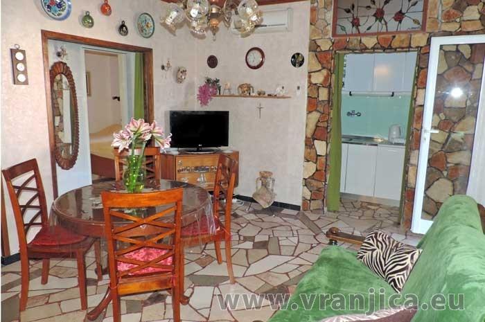 https://www.vranjica.eu/pokoje/apartman-jahoda-ap2-4--v-6609.jpg