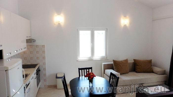 https://www.vranjica.eu/pokoje/apartman-kustura-ap1-2-3--v-3976.jpg