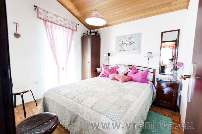 https://www.vranjica.eu/pokoje/apartman-lina-ap1-4-1-1609248078L.jpg