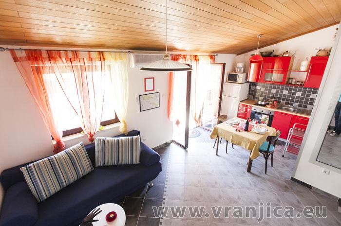 https://www.vranjica.eu/pokoje/apartman-lina-ap1-4-1-1609248169L.jpg
