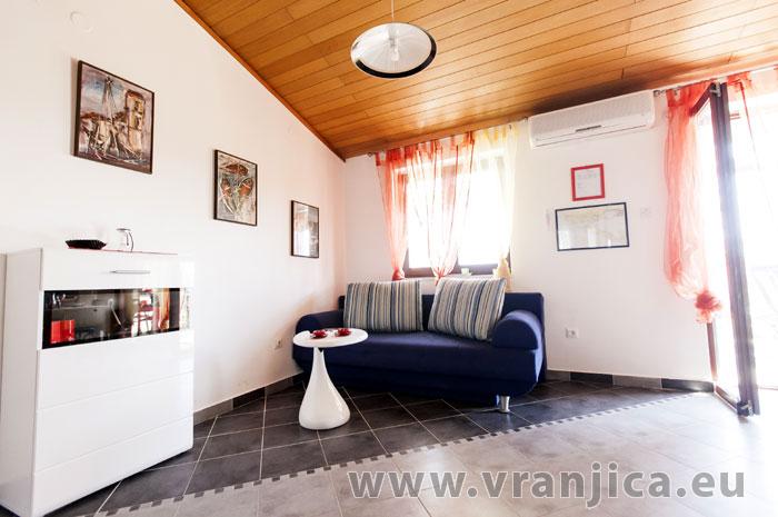 https://www.vranjica.eu/pokoje/apartman-lina-ap1-4-1-1609248187L.jpg