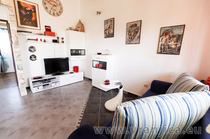 https://www.vranjica.eu/pokoje/apartman-lina-ap1-4-1-1609248196L.jpg
