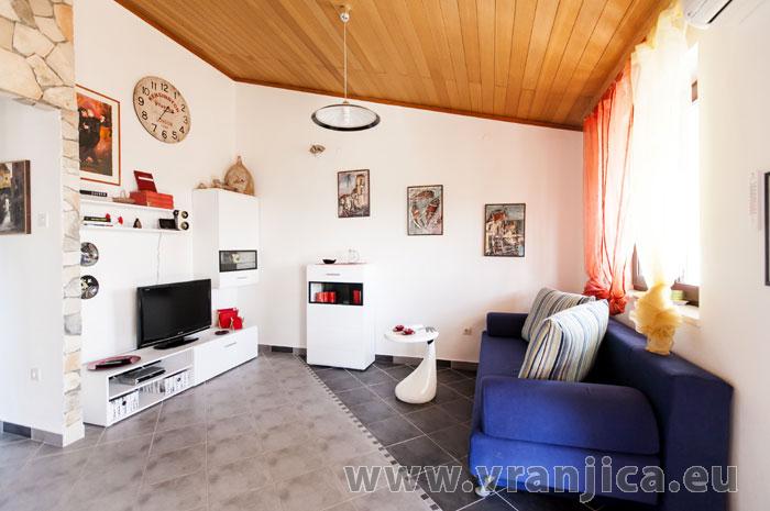 https://www.vranjica.eu/pokoje/apartman-lina-ap1-4-1-1609248205L.jpg