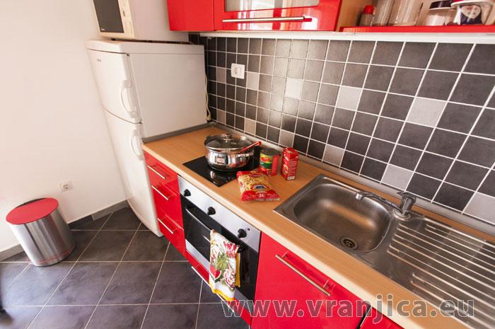https://www.vranjica.eu/pokoje/apartman-lina-ap1-4-1-1609248222L.jpg