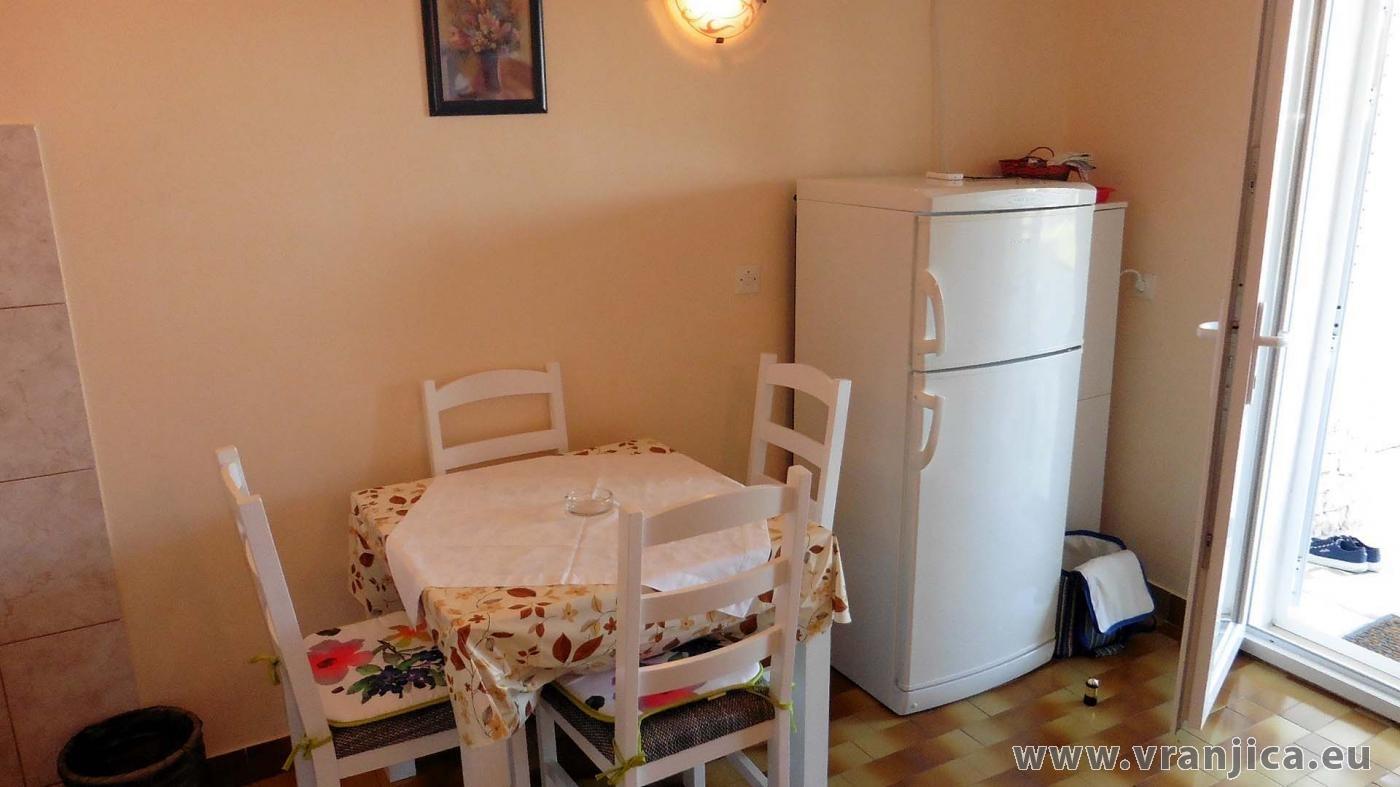 https://www.vranjica.eu/pokoje/apartman-marko-ap-dolni-3-1-1574328669L.jpg