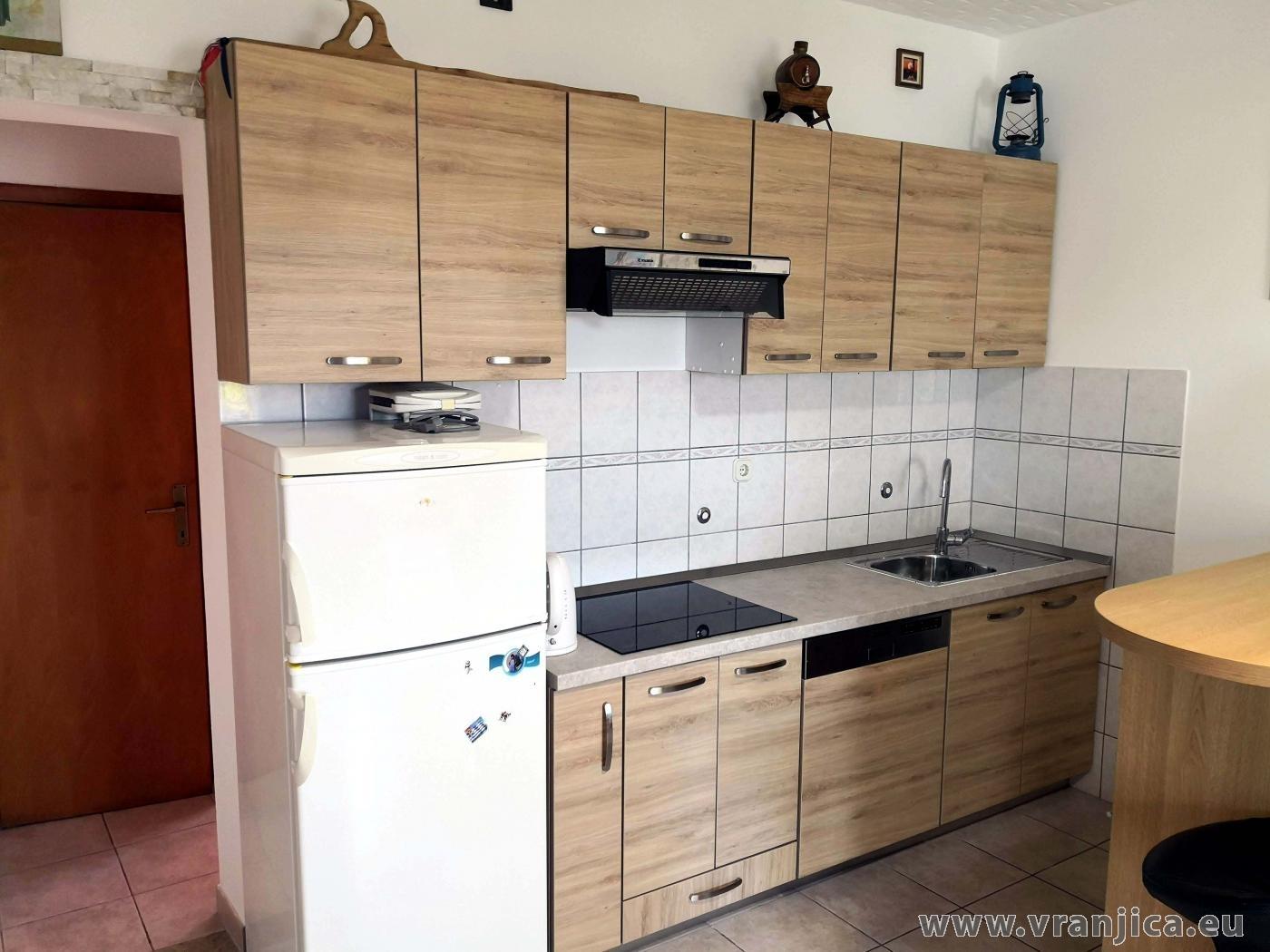 https://www.vranjica.eu/pokoje/apartman-martin-ap1-2-2-1573305083L.jpg