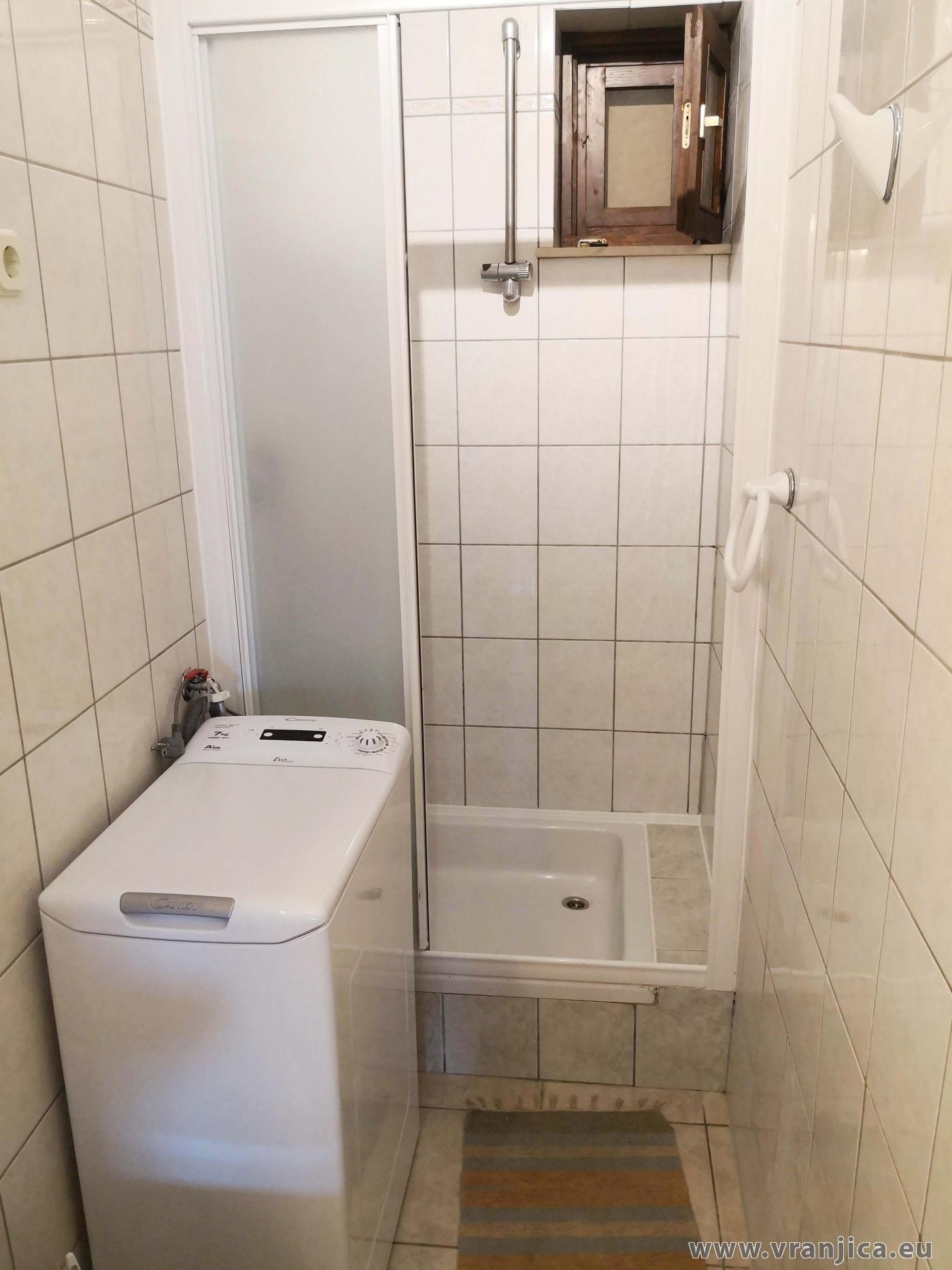 https://www.vranjica.eu/pokoje/apartman-martin-ap1-2-2-1573305157L.jpg