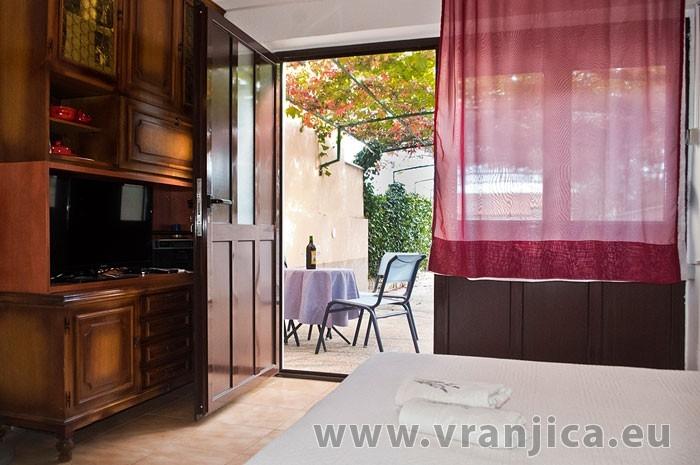 https://www.vranjica.eu/pokoje/apartman-martin-ap5-2-1--v-6401.jpg