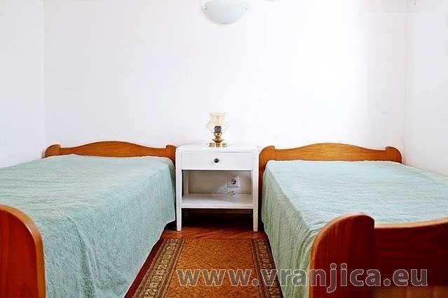 https://www.vranjica.eu/pokoje/apartman-mico-vinisce-ap1-4-1--v-2596.jpg
