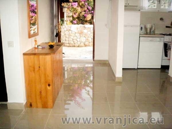 https://www.vranjica.eu/pokoje/apartman-mico-vinisce-ap1-4-1--v-2603.jpg