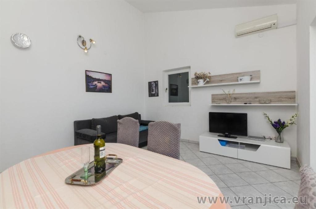 https://www.vranjica.eu/pokoje/apartman-sole-ap1-4-2-1626206296L.jpg