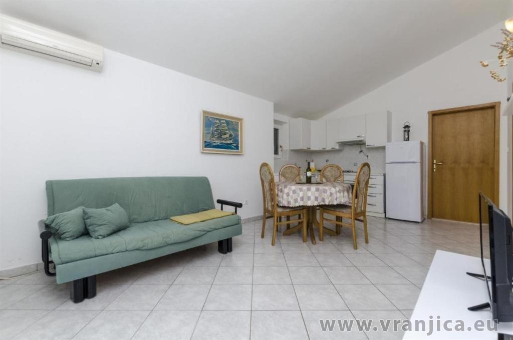 https://www.vranjica.eu/pokoje/apartman-sole-ap2-2-2-1626206725L.jpg