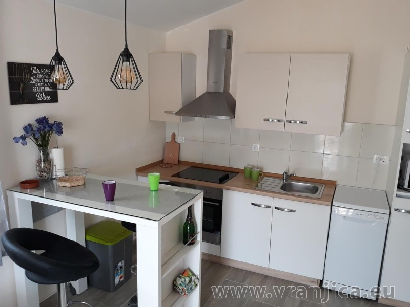 https://www.vranjica.eu/pokoje/apartman-tamaris-ap1-4--v-7432.jpg