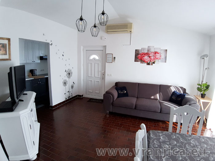 https://www.vranjica.eu/pokoje/apartman-tomislav-ap1-4-1-1611756417L.jpg