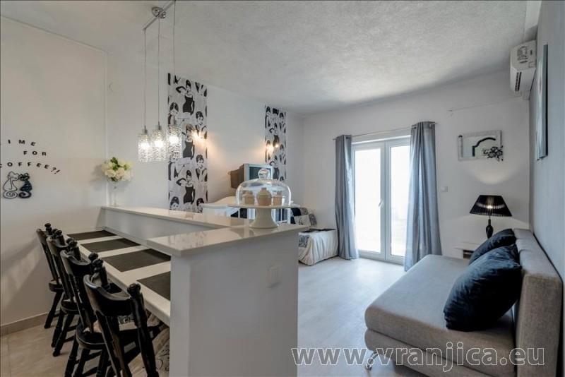 https://www.vranjica.eu/pokoje/apartman-val-ap7-4-mimice-chorvatsko-v-6030.jpg