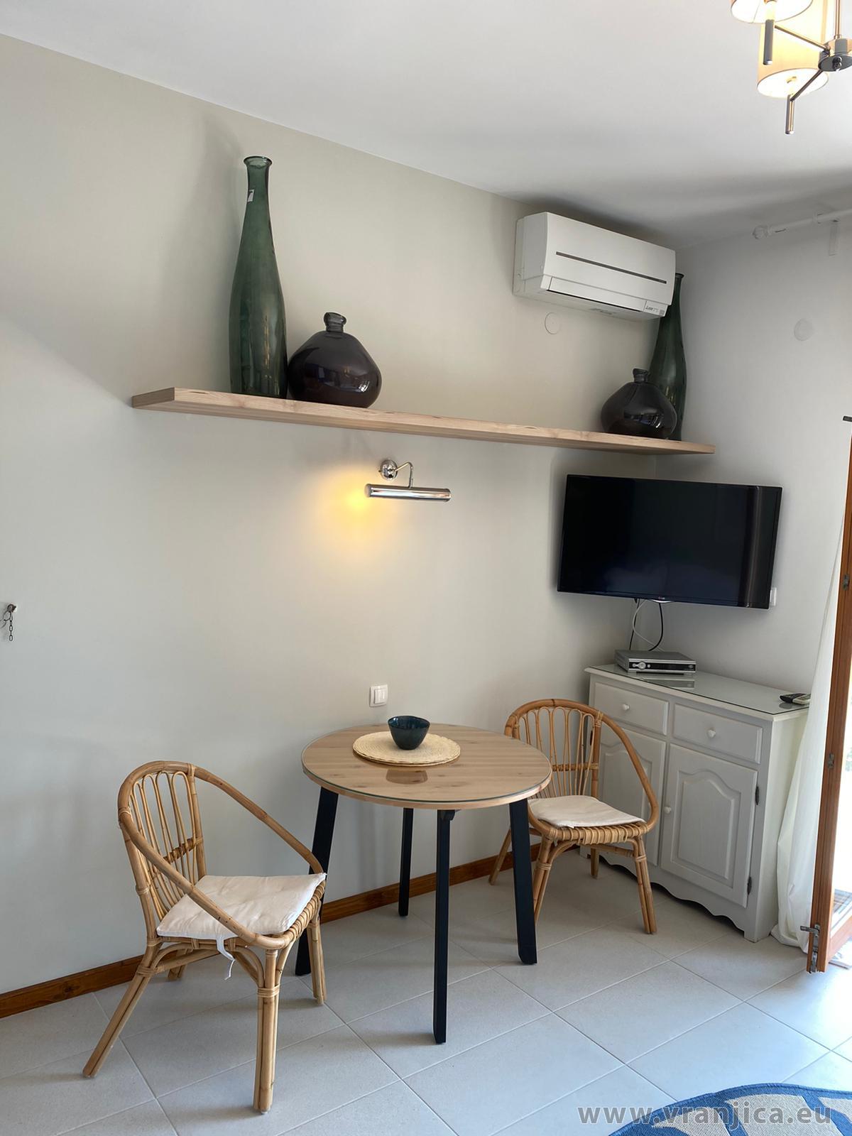 https://www.vranjica.eu/pokoje/apartman-veronika-ap2-3-1627477965L.jpg