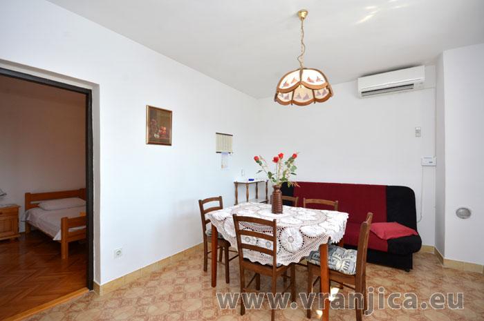 https://www.vranjica.eu/pokoje/apartman-vesela-ap1-4-1-1583271967L.jpg