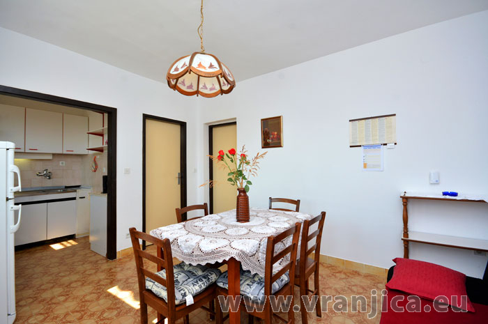 https://www.vranjica.eu/pokoje/apartman-vesela-ap1-4-1-1583272035L.jpg