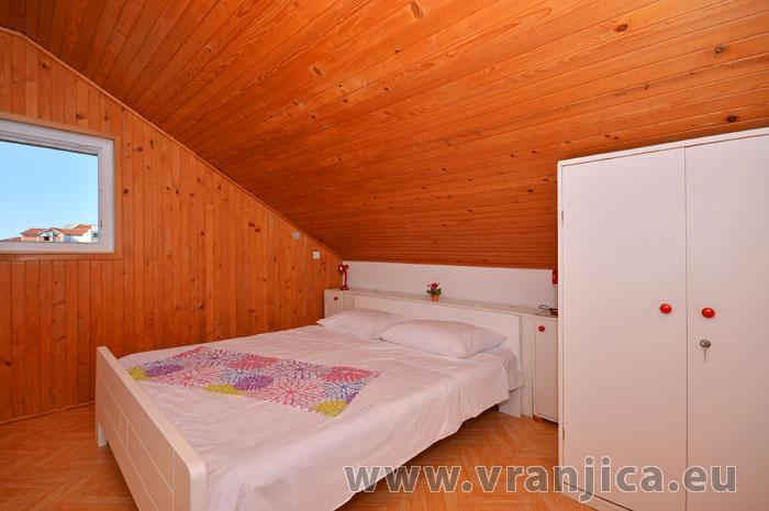 https://www.vranjica.eu/pokoje/apartman-vesela-ap2-4-1583272350L.jpg