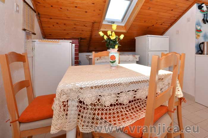https://www.vranjica.eu/pokoje/apartman-vesela-ap2-4-1583272470L.jpg