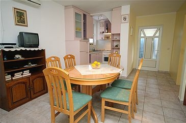 Chorvatcko Apartmán VINKO AP3 (2+2) AP2 (5) bungalov