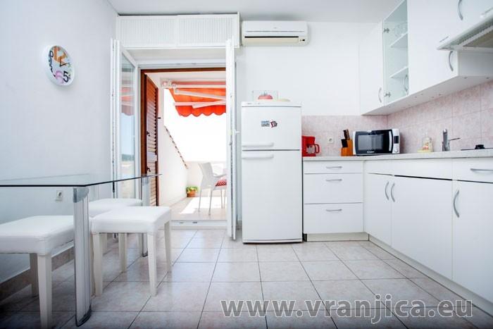 https://www.vranjica.eu/pokoje/apartman-visnja-ap-a-4--v-6915.jpg