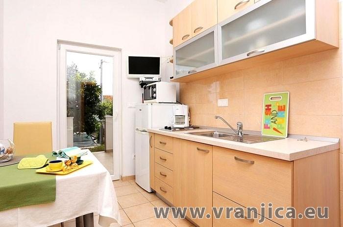 Chorvatcko Apartmán FRANO AP2 (4+1)  AP4 (2)
